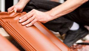 Faça a manutenção no telhado e evite goteiras