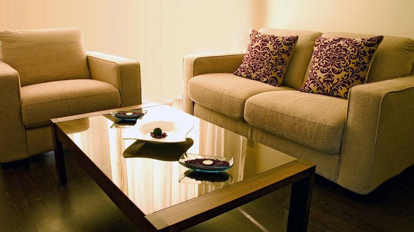sofá, poltrona e mesa de centro