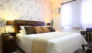 Renove a casa com estampas florais e cores vibrantes