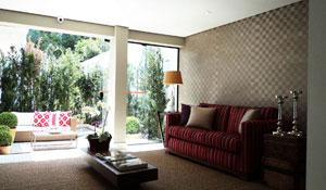 Tecidos e papéis de parede na decoração