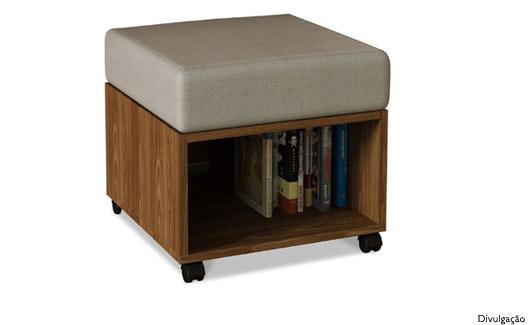 Pufe com espaço para guarder livros, CDs e DVDs