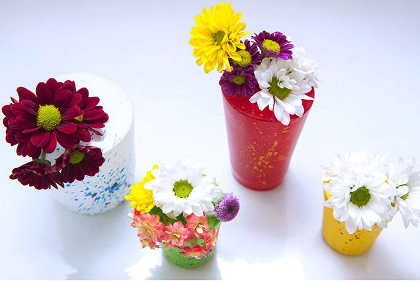 vasinhos coloridos feitos de bexiga