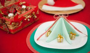 Como fazer uma árvore de Natal com o guardanapo de tecido