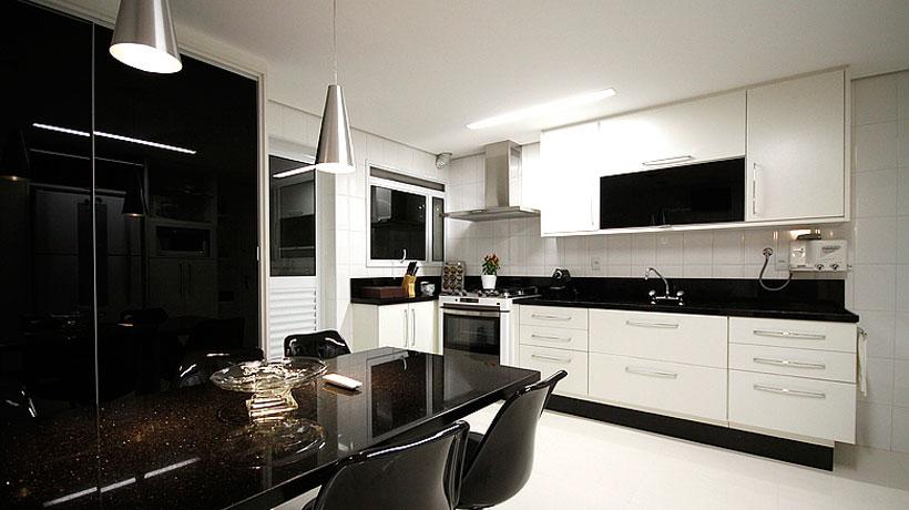 Apartamento com decoração simples e sofisticada
