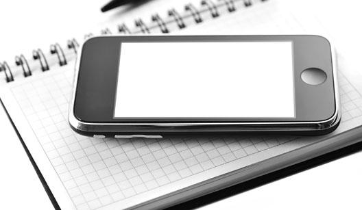 iPhone sobre uma agenda