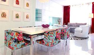 Cadeiras e poltronas com estofado floral
