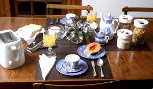 A mesa do café da manhã no dia a dia
