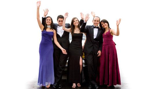 Grupo de pessoas com traje social