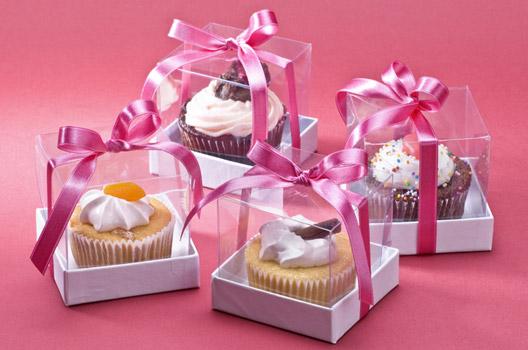 Cupcakes na caixa com laço