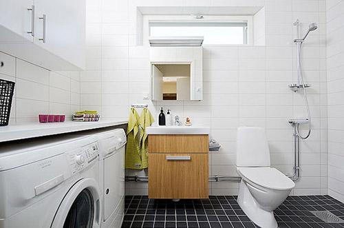 Máquina de lavar roupas na cozinha ou no banheiro