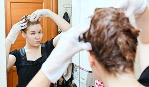 É possível remover mancha de tinta de cabelo em tecidos?