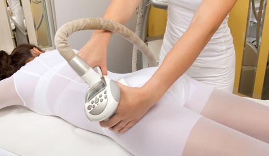 Mulher fazendo tratamento estético anticelulite