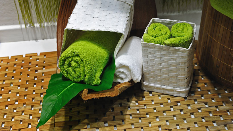 Cestos com toalhas de banho