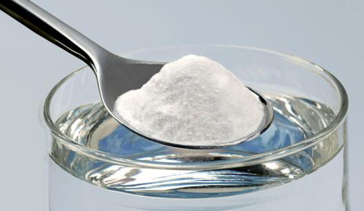 colher com bicarbonato de sódio