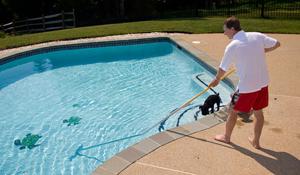 Como limpar sua piscina