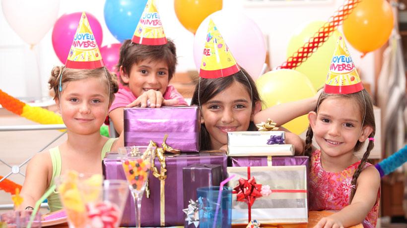 Crianças em festa de aniversário