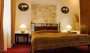 Monte uma cabeceira criativa e com estilo para sua cama