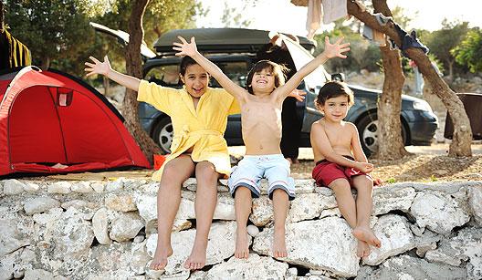 Família acampando