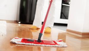 Como conservar e limpar pisos de madeira