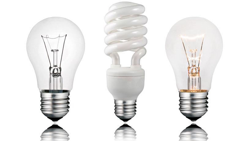 Três lâmpadas de formatos diferentes