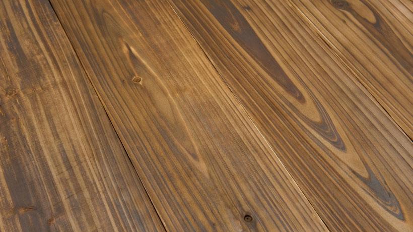 Régua de piso de madeira com buraco