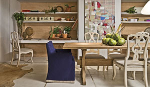 Sala de jantar com décor rústico e praiano