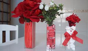 Como fazer um enfeite de Natal com flores e doces