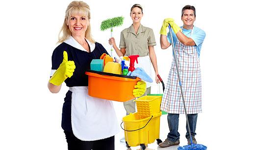 Empregados domésticos sorrindo