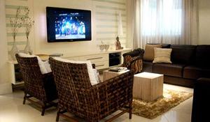 Adriana Scartaris apresenta apartamento com ares de Casa de Campo