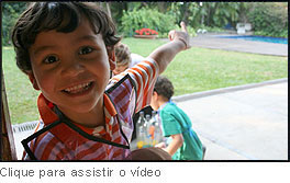 TV BBel: Crianças ensinam a fazer um jogo de boliche com garrafas pet